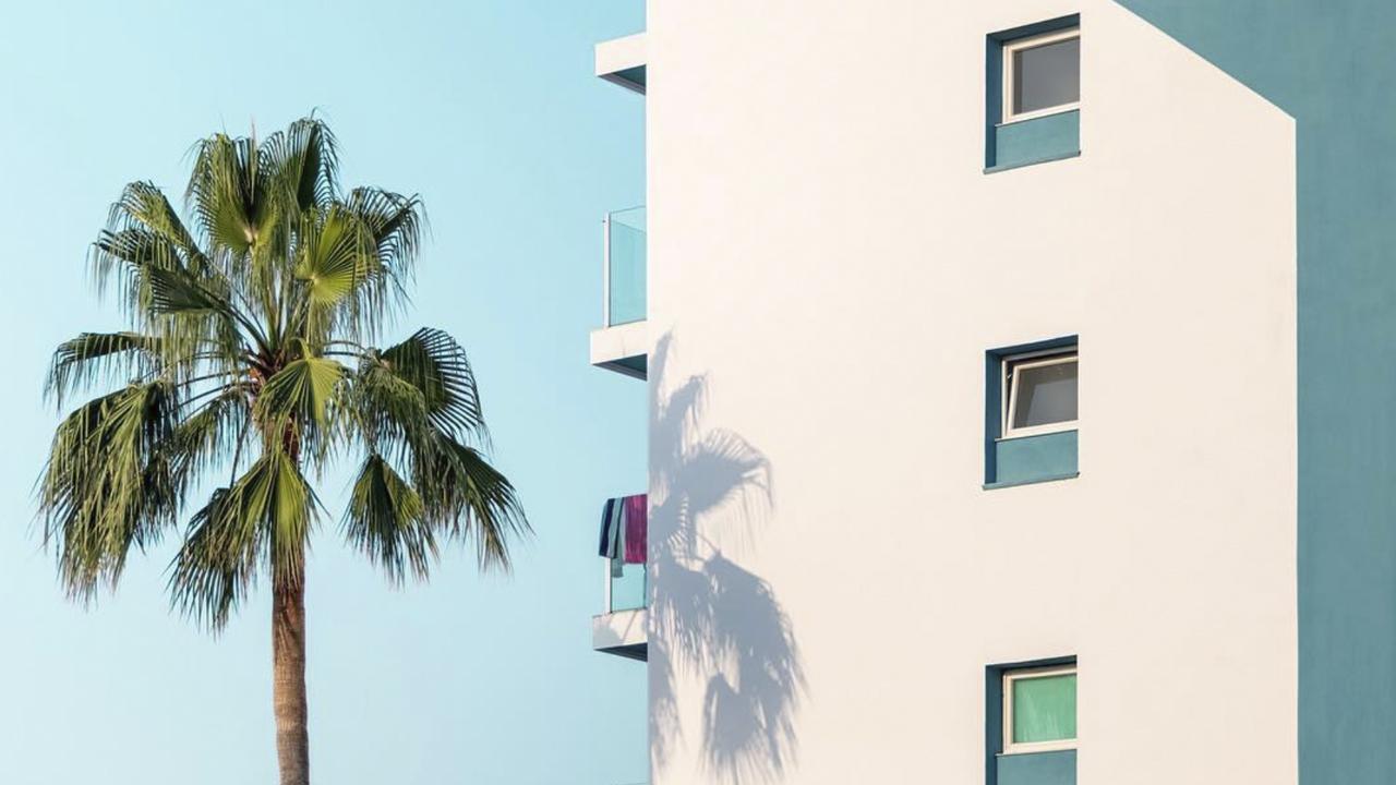 El fotógrafo que embellece Benidorm gracias su fotografía de arquitectura